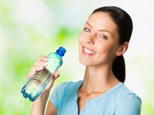 beber-agua-gelada-2